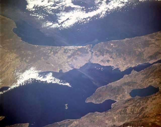 http://web.cs.hacettepe.edu.tr/~abc/fun/picgallery/turkey/Uzaydan_marmara.jpg